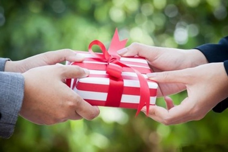 Тааламжгүй хүмүүсээс авсан бэлэг