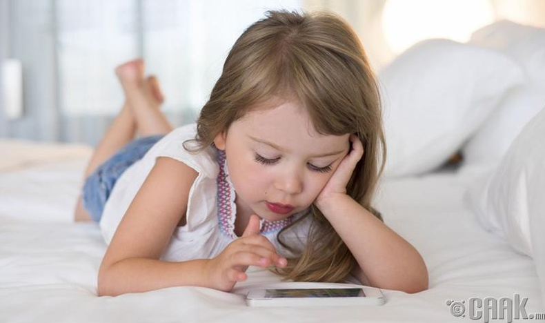 Хүүхдээ ухаалаг утсаар тоглуулах нь буруу