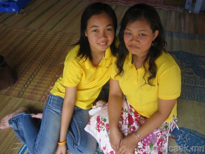 Малайзид шар өнгийн хувцас хориотой