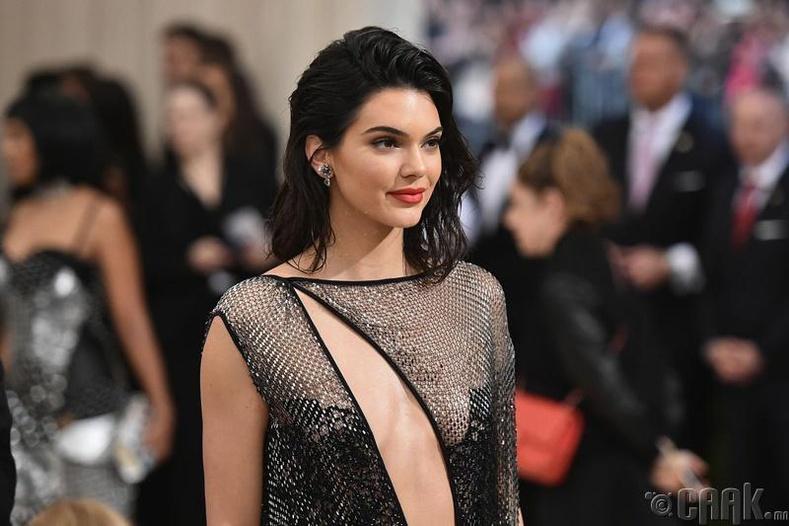Кэндалл Жэннер (Kendall Jenner) - 10 сая доллар