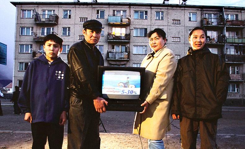 90-ээд оны жирийн монгол айлын амьдрал Америк гэрэл зурагчны дуранд...