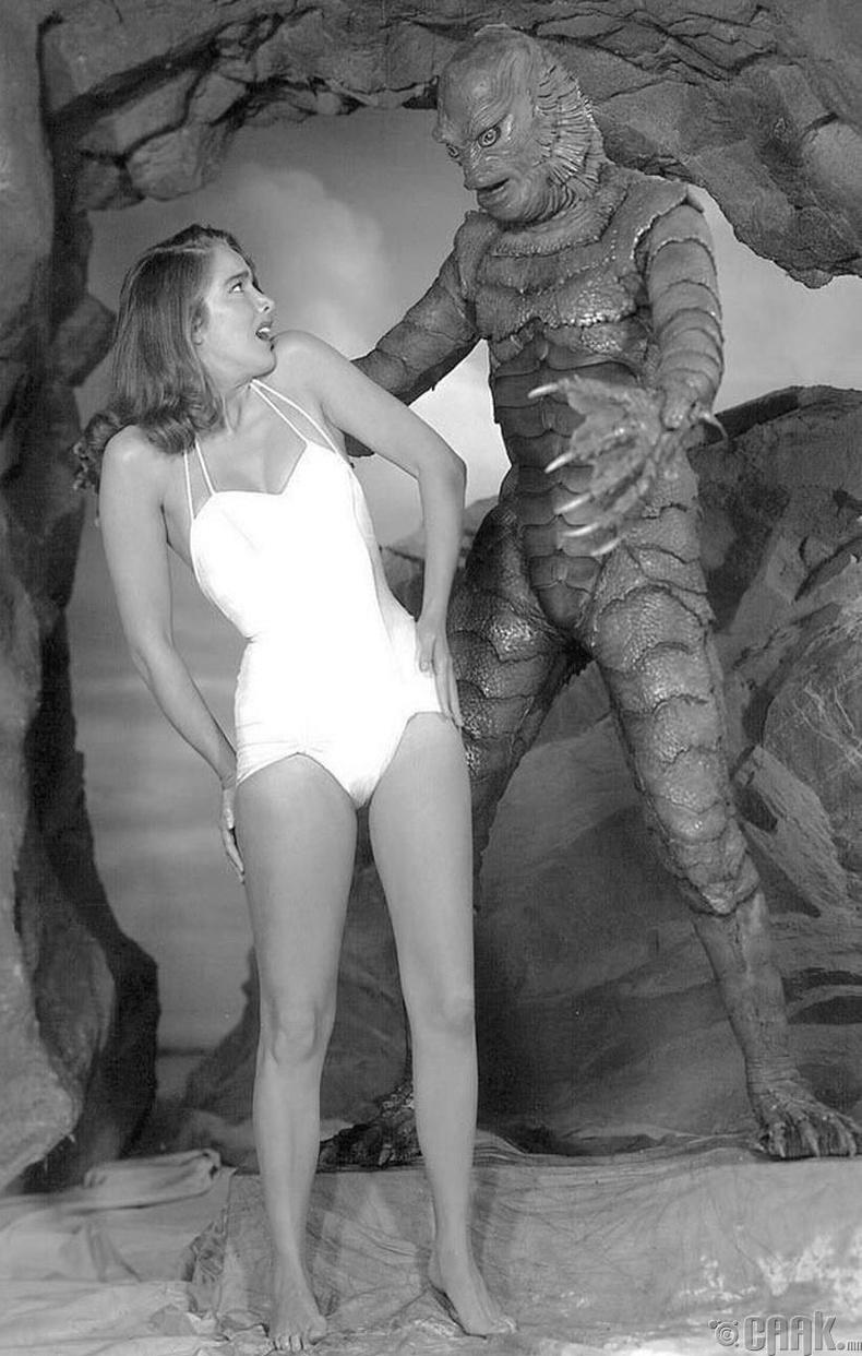 """""""Хар нуурын мангас"""" (Creature from the Black Lagoon) аймшгийн киноны зураг авалт, 1954 он"""