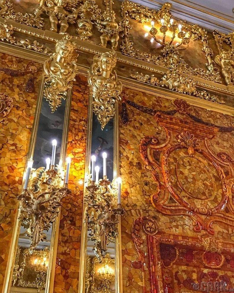 Екатеринагийн ордон дахь хуван чимэглэлтэй өрөө