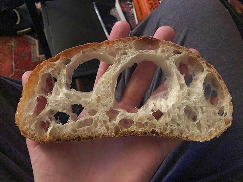 Органик хүнсний дэлгүүрээс авсан талх. Органик талх гэж бодсон органик агаар байсан бололтой.