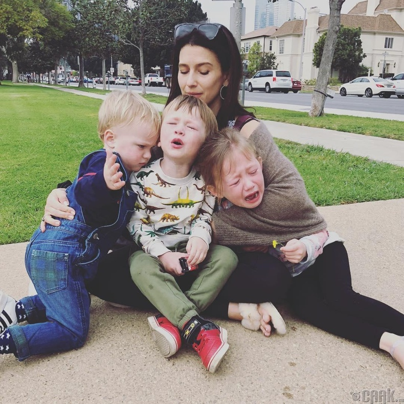 Бүх ээжүүд гурав дахь хүүхдээ төрүүлсний дараа тэдэнд хамгийн хэцүү байдаг гэжээ
