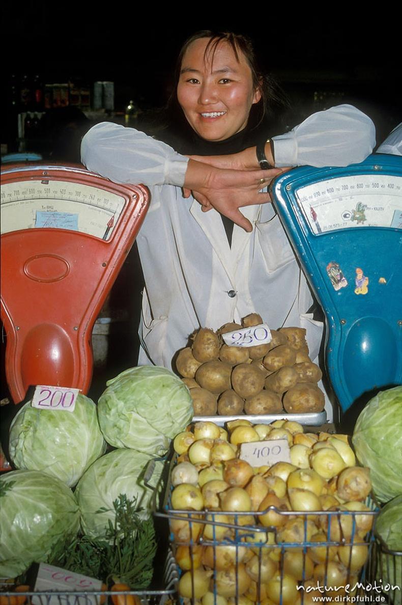 Хүнсний захын худалдагч бүсгүй - Улаанбаатар