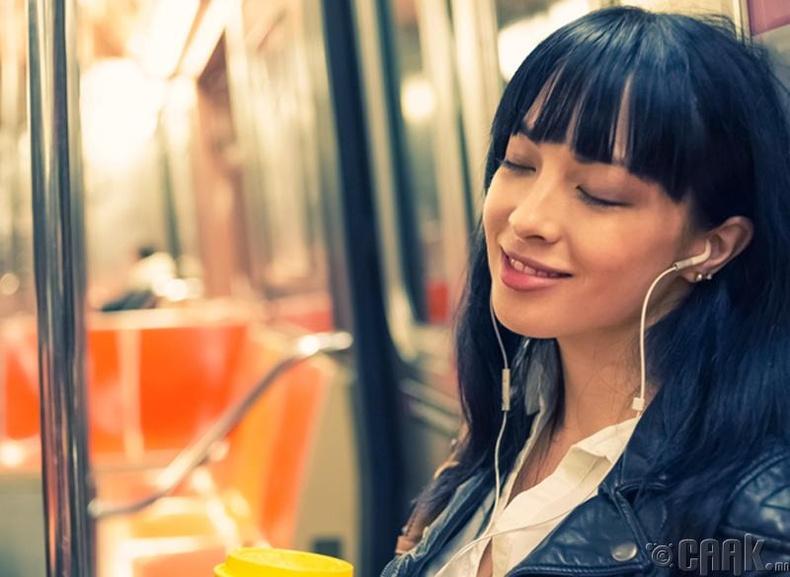 Хөгжим сонс, гэхдээ чихэвчээр...