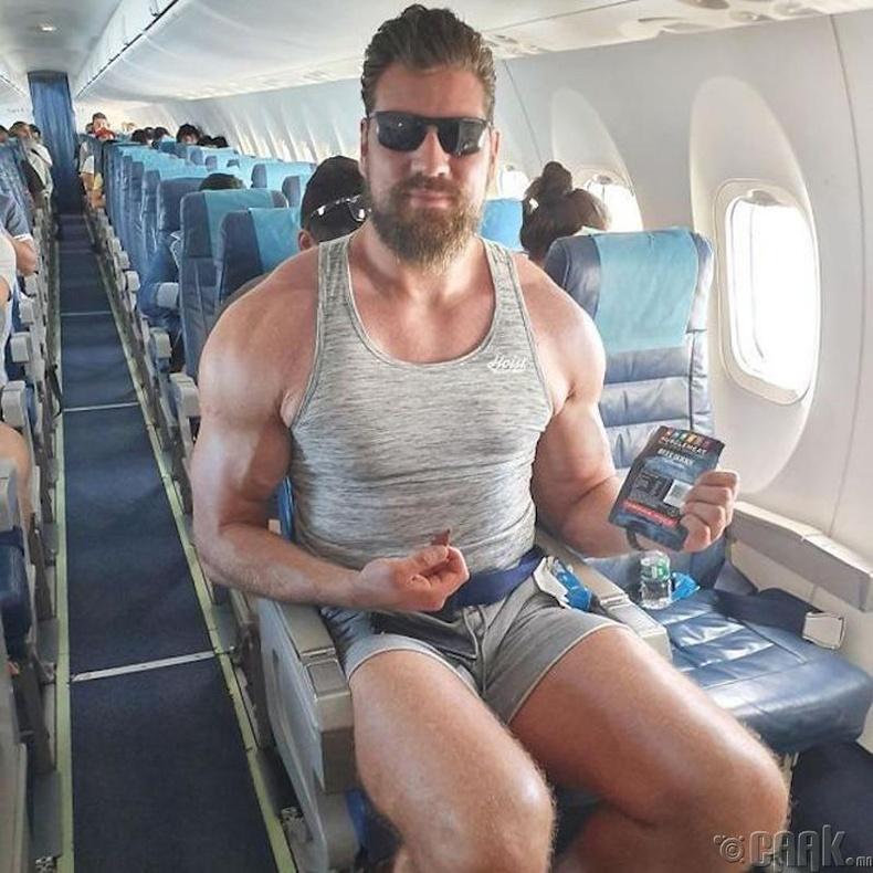 Онгоцонд өндөр хүнд зориулсан суудал байхгүй нь харамсалтай