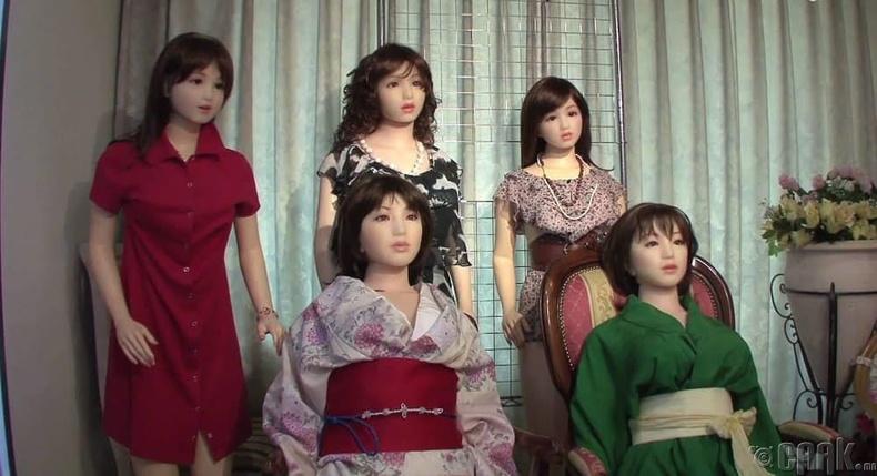 Японд зарим эмсийн хүрээлэнгүүд секс хүүхэлдэй ашигладаг