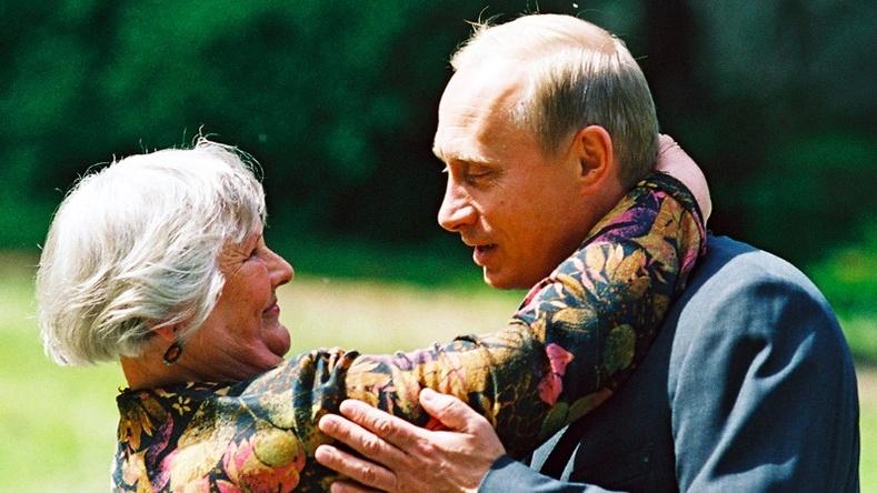 Путины хаана ч нийтлэгдэж байгаагүй ховор зургуудыг Кремлийн сайт дэлгэжээ