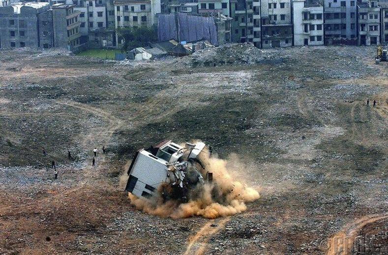 """Гуандун мужийн барилгын талбай дахь сүүлчийн """"хадаастай байшин"""" -ыг нураасан нь."""