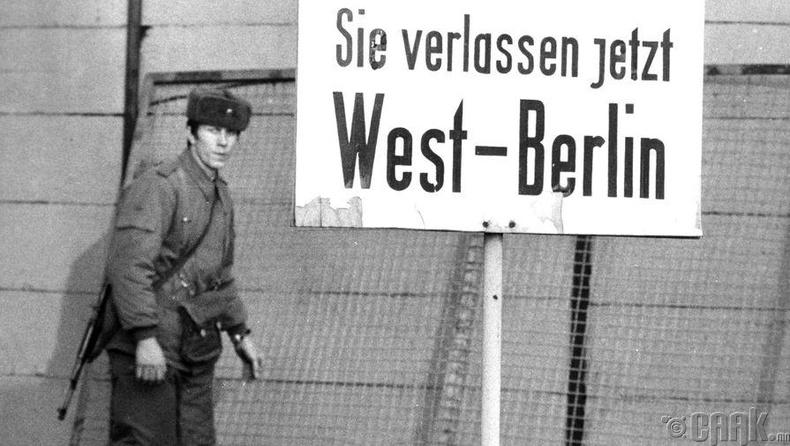 Баруун Берлинчүүдэд зориулсан анхааруулах тэмдэг, 1978 он