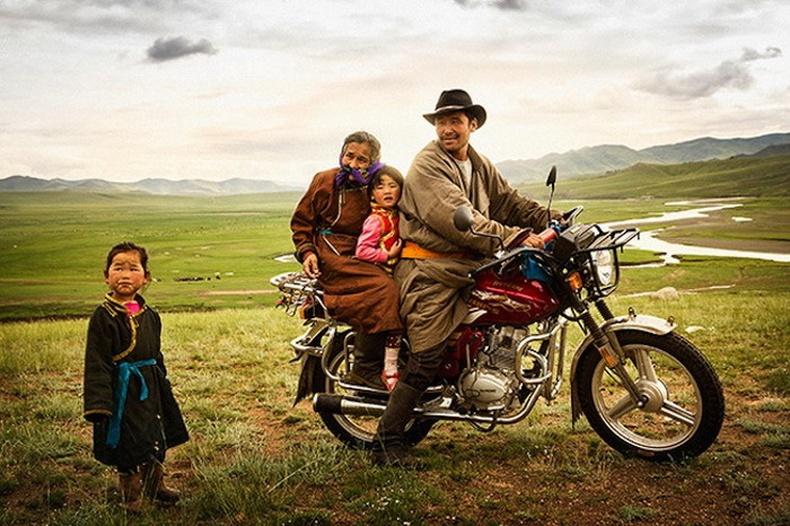 Монголчууд Америк залуугийн нүдээр...