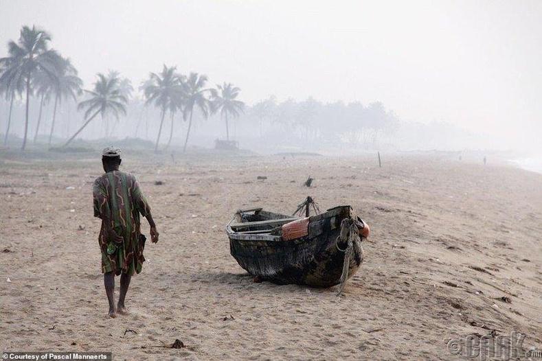 Далайд гарахаар зэхэж буй загасчин, Бенин улс