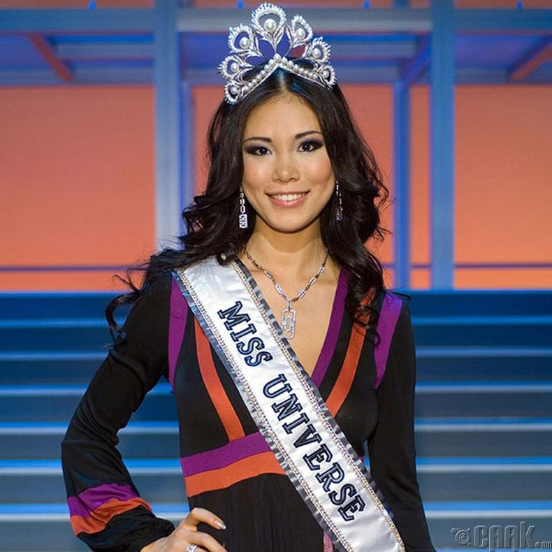 """""""Miss Universe-2007""""-ын ялагч: Японы гоо бүсгүй Рио Мори, 20 настай, 179 см өндөр."""