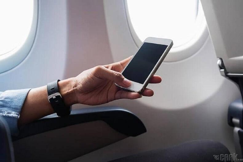 Гар утасны сүлжээ онгоцны чиглүүлэгчийн дохионд саад учруулдаг