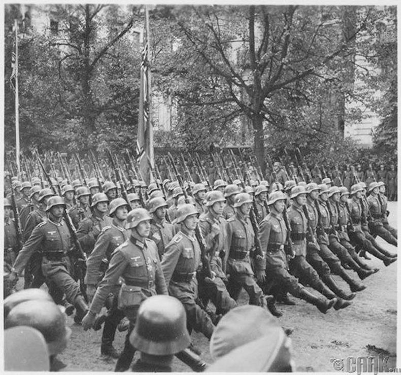 Польшийг эзэлснийх нь дараа Германд цохилт өгөх амаргүй болов