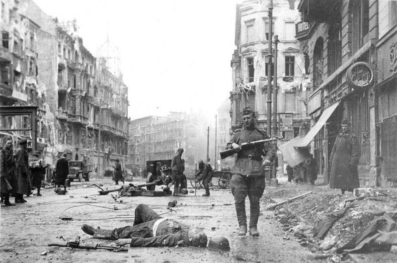Берлин, 1945 оны тавдугаар сар