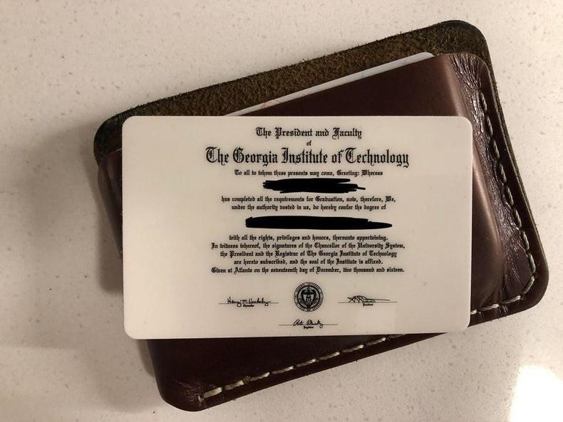 Банкны карт шиг хэмжээтэй их сургуулийн диплом