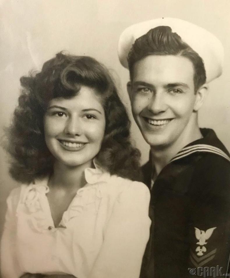 """""""Өвөө эмээ хоёр минь, 1940-өөд онд"""""""