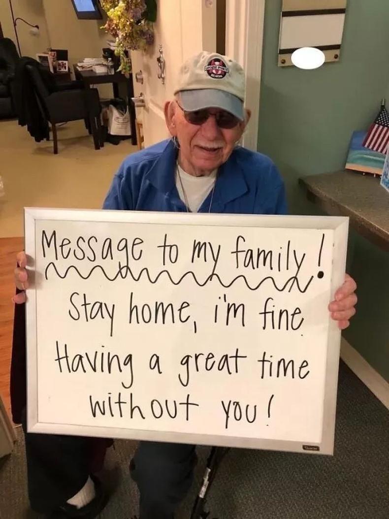"""""""Өвөө маань: Гэр бүлийнхэндээ мэдэгдэх нь! Гэртээ байцгаа, би зүгээр. Та наргүйгээр цагийг дажгүй өнгөрүүлж байна."""""""