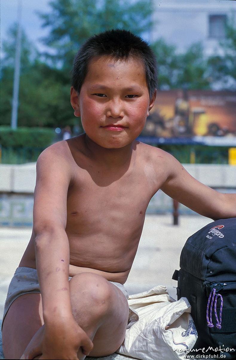 Орон гэргүй, хувцасгүй хүү - Улаанбаатар