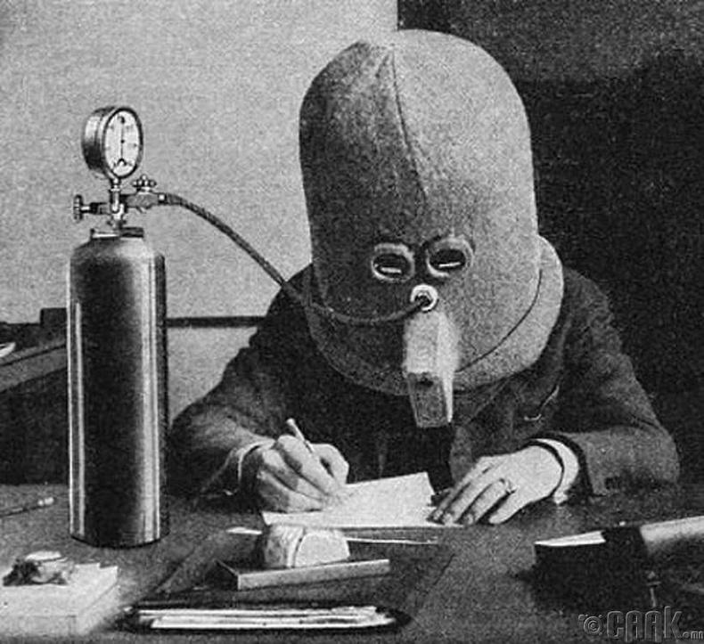 Хүнийг төвлөрүүлэх төхөөрөмжийг туршиж үзэж байгаа нь  - 1925 он