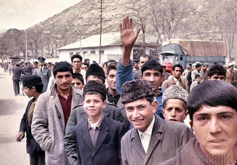Өвлийг инээмсэглэн угтаж буй Афганчууд