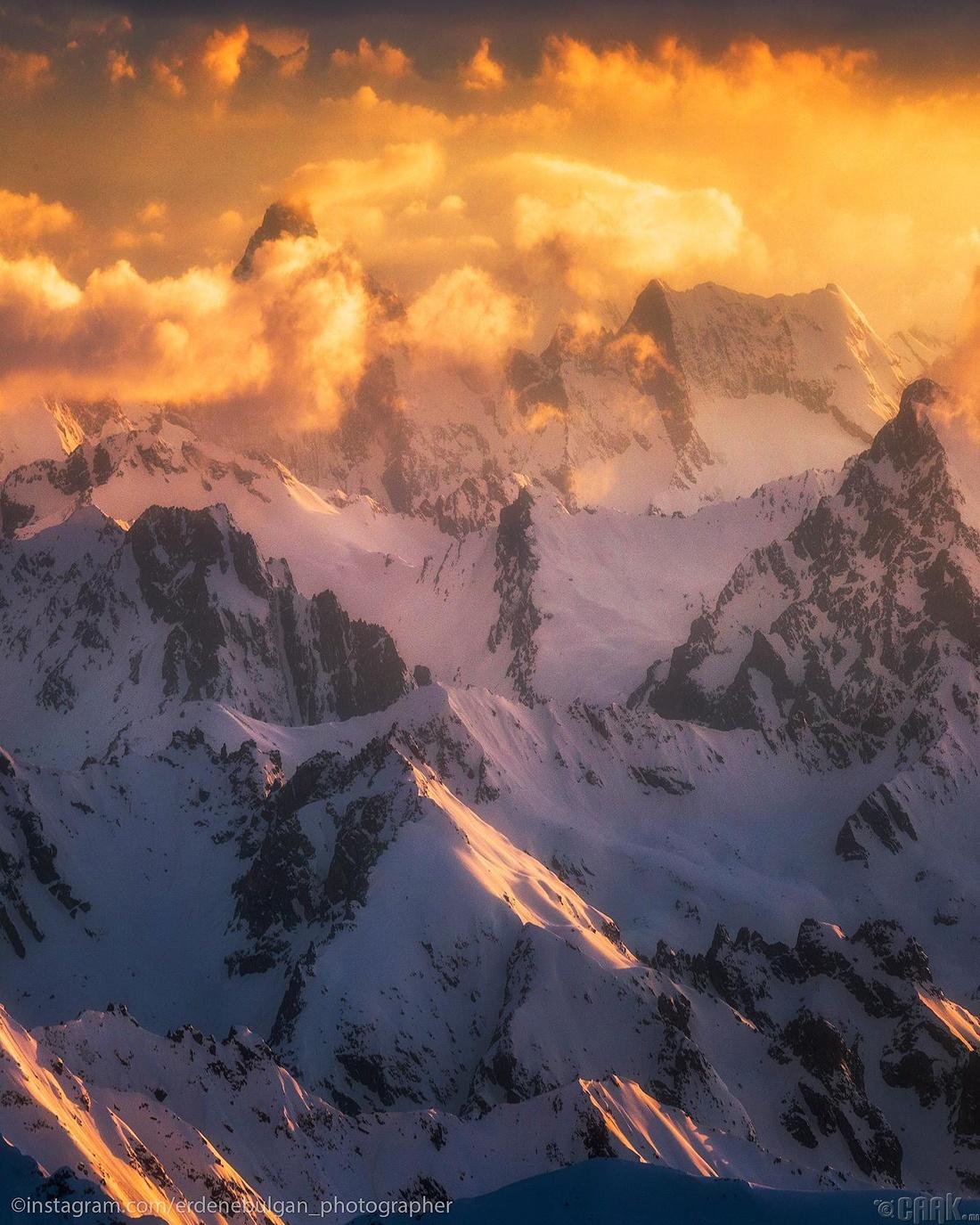 Кавказын сүрлэг уулсын үдэш