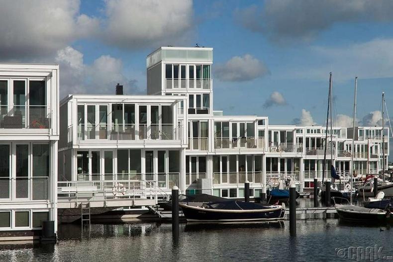 Голландын усан дээрх хот