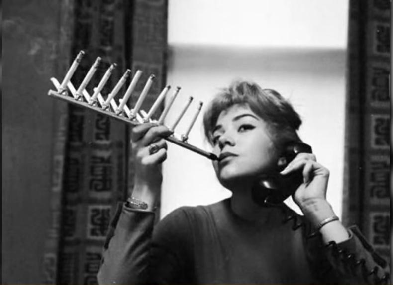 Хайрцаг тамхийг нэг дор татаж дуусгах багаж 1955 онд бүтээгджээ