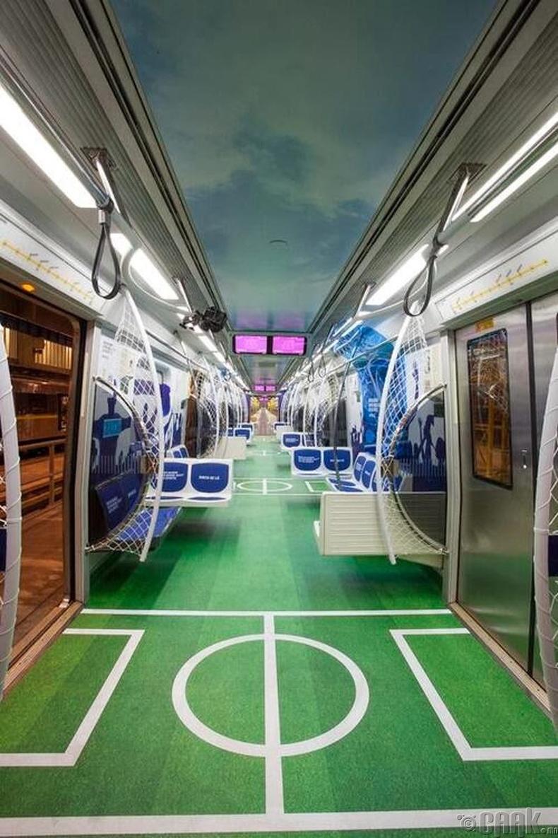 Хөл бөмбөгийн талбай шиг метро - Мехико