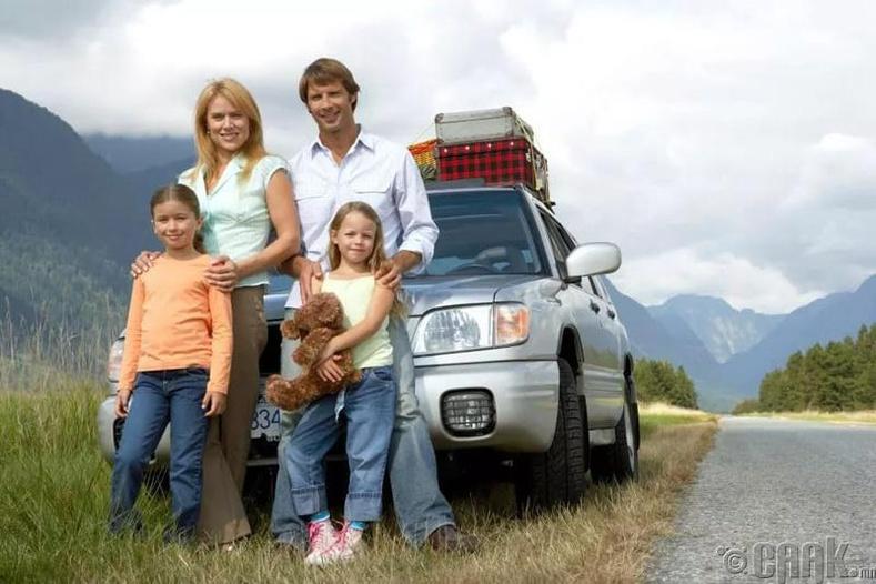 Гэр бүлээрээ машинаараа аялах
