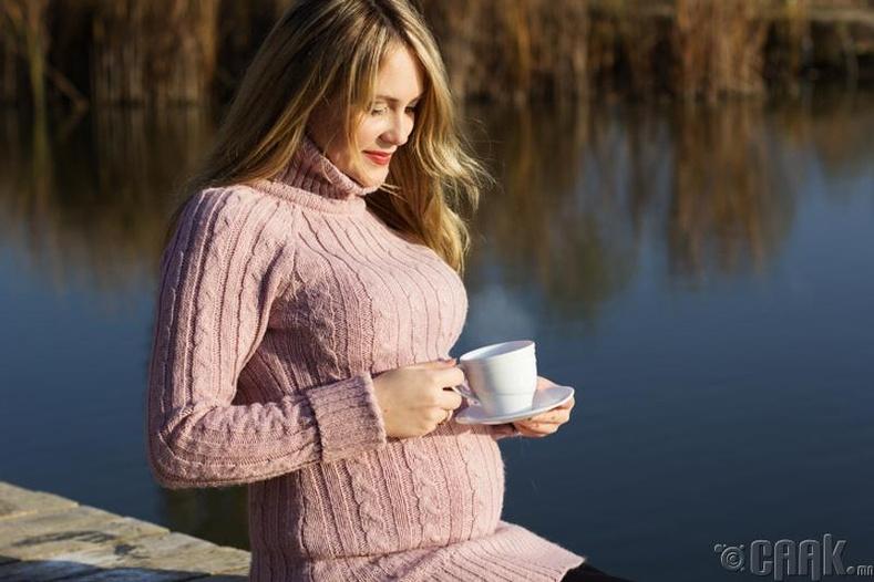 Жирэмсэн эмэгтэй өдөрт 2-оос илүү аяга ногоон цай ууж болохгүй