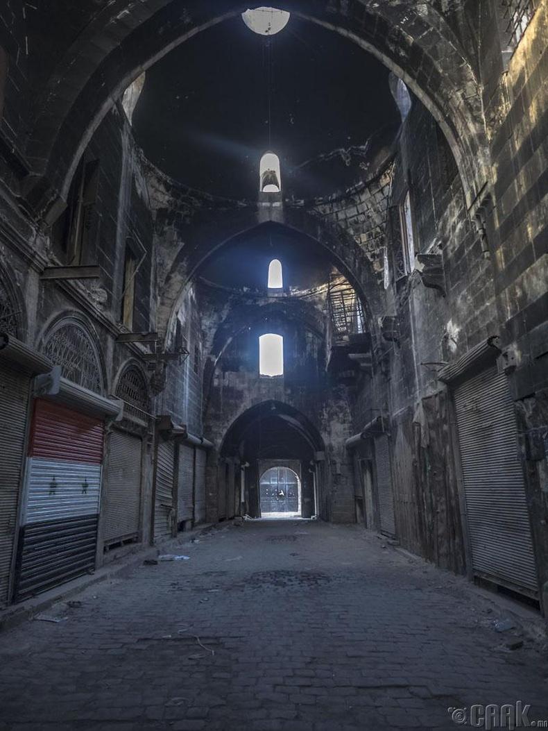 Алеппо хотын шөнийн гудамж
