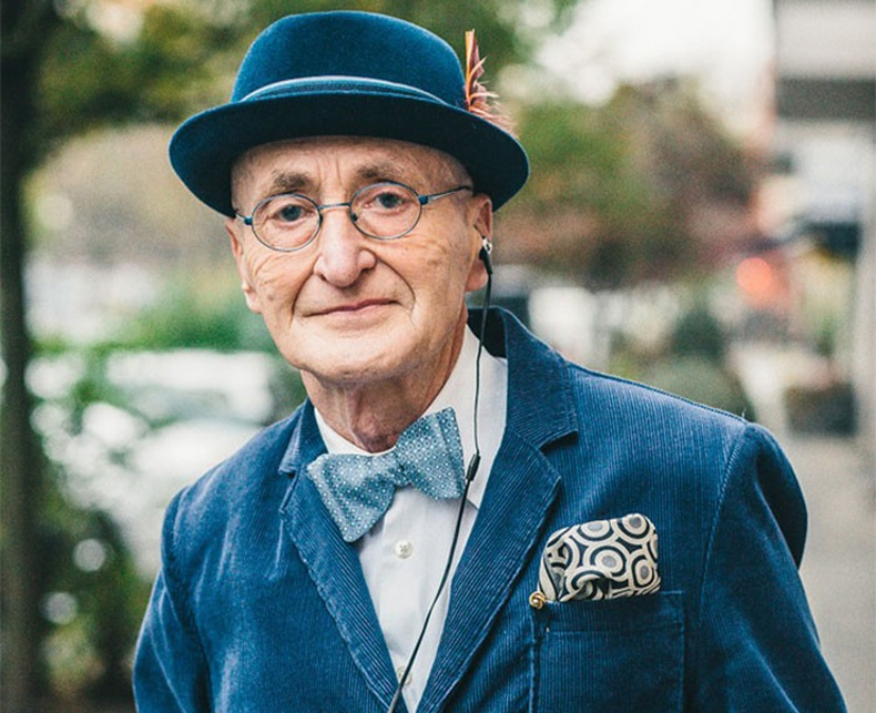 Цахим ертөнцөд шуугиан тарьж буй 104 настай өвөө