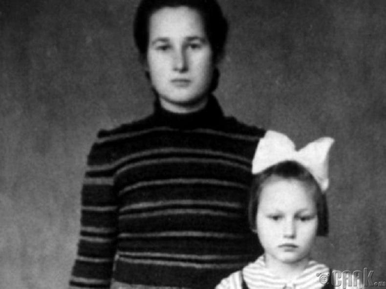 Олон хүн гэртээ орогнуулж, амийг нь аварсан Стефаниа Подгорска
