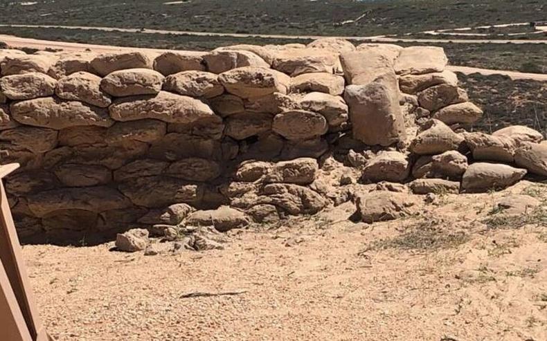 Дэлхийн 2-р дайны үед бэхлэлт болгосон элстэй шуудайнууд өдгөө чулуун хашаа шиг болжээ