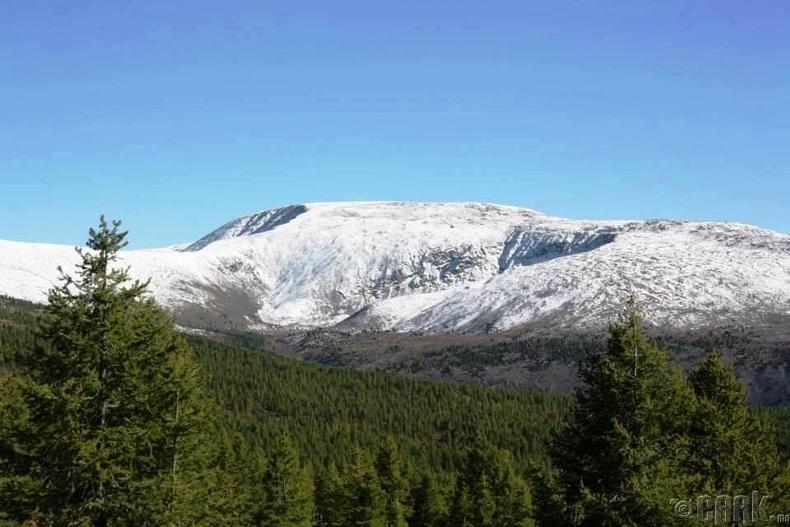 """Тэмээн чулууны хяр буюу Галт сумын хамгийн өндөр уул """"Байшинт"""""""