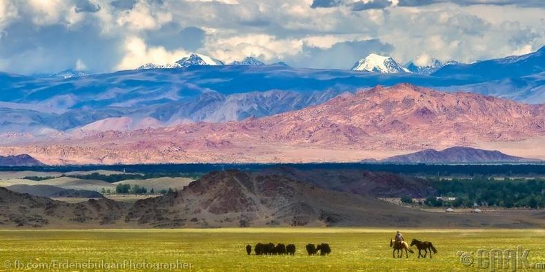Байгалийн олон өнгө, Баян-Өлгий, Увс аймгийн заагт