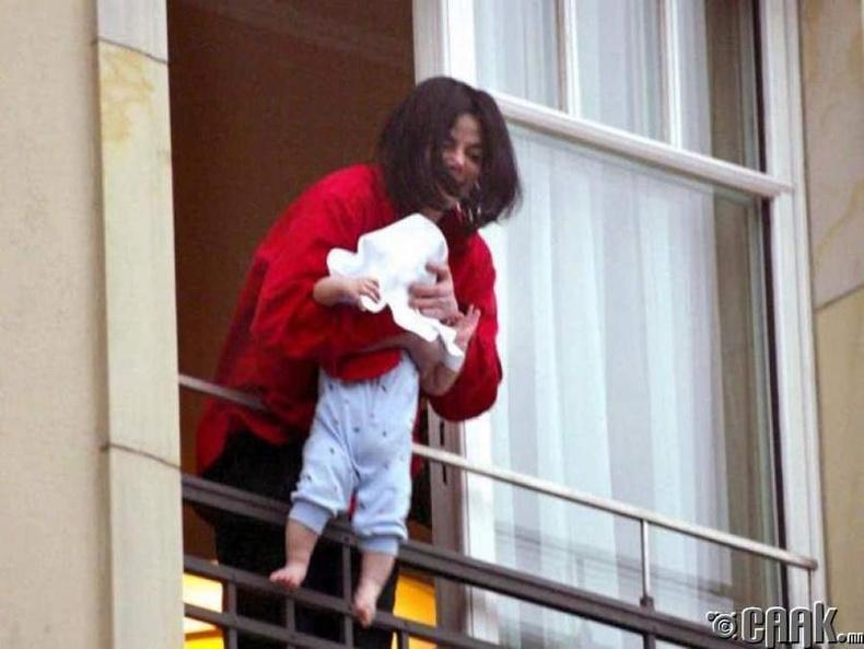 Охиноо тэвэрсэн Майкл Жексон (Michael Jackson)