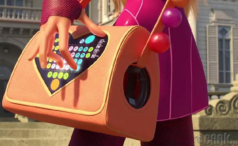 """""""Big Hero 6"""" кинонд Honey Lemon бүсгүйн цүнх дээрх хүснэгтэн товчнууд бол химийн элементүүд"""