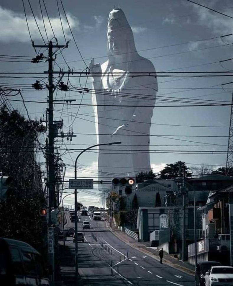 """""""Японы Сендайд байдаг Буддын хөшөө яг л фотошоп ашиглаж бүтээгдсэн мэт харагдддаг"""