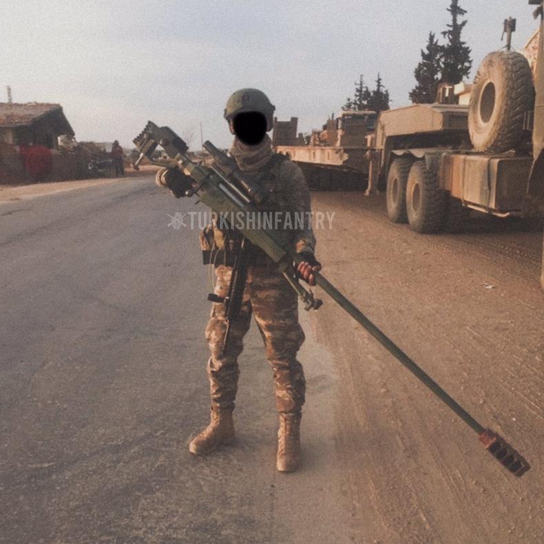 Гар хийцийн винтовтой Турк цэрэг