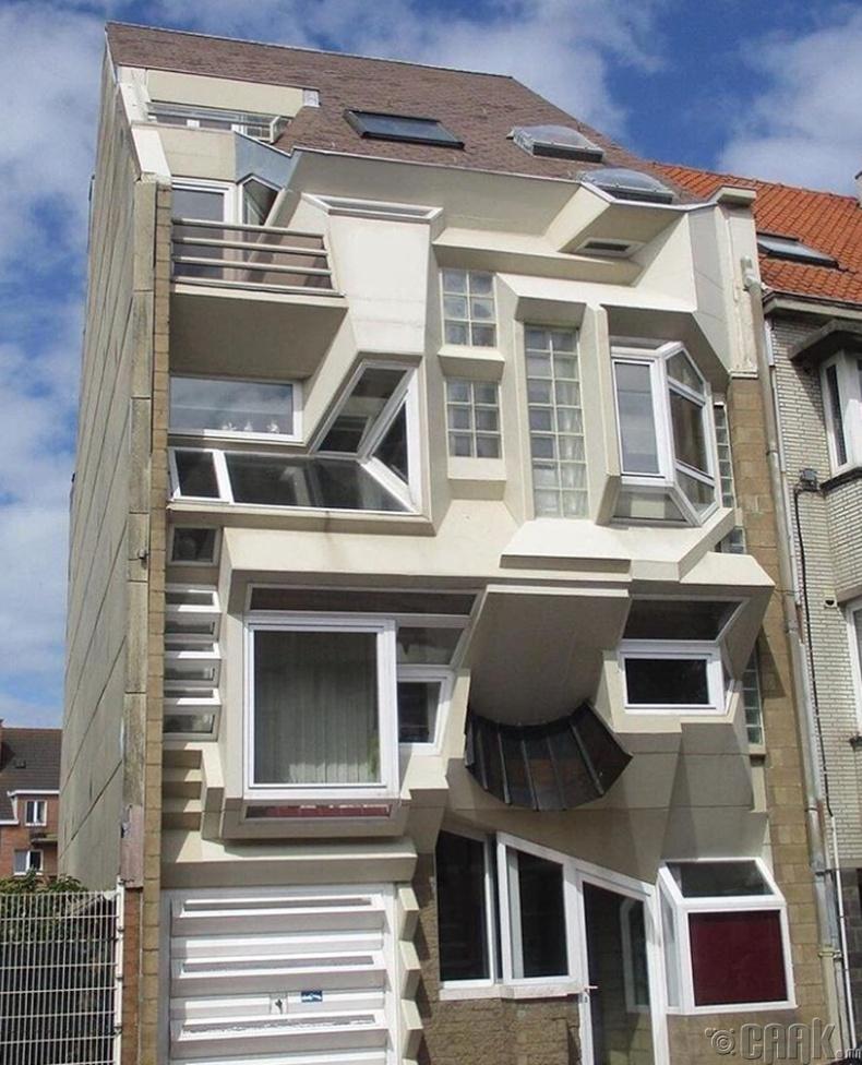 Сюрреализм загварын байшин