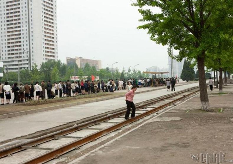Нийтийн тээврийн хэрэгсэлд суух дараалал, Пхеньян  -2011 он