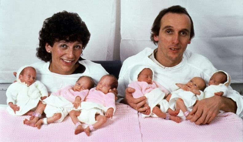 Зургаан ихэр охинтой болсон гэр бүл 36 жилийн дараа...