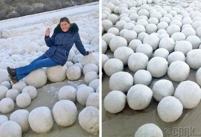 2016 онд Хойд Сибирьт орших Ямал хагас арал дээр мянга мянган мөсөн бөмбөлөг үүссэн