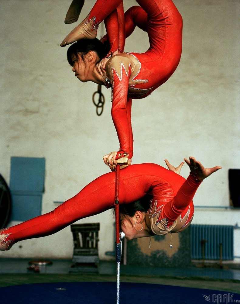 Мөн энэ үед Монголын үндэсний циркт уран нугаралтын үзүүлбэр үзсэн байна