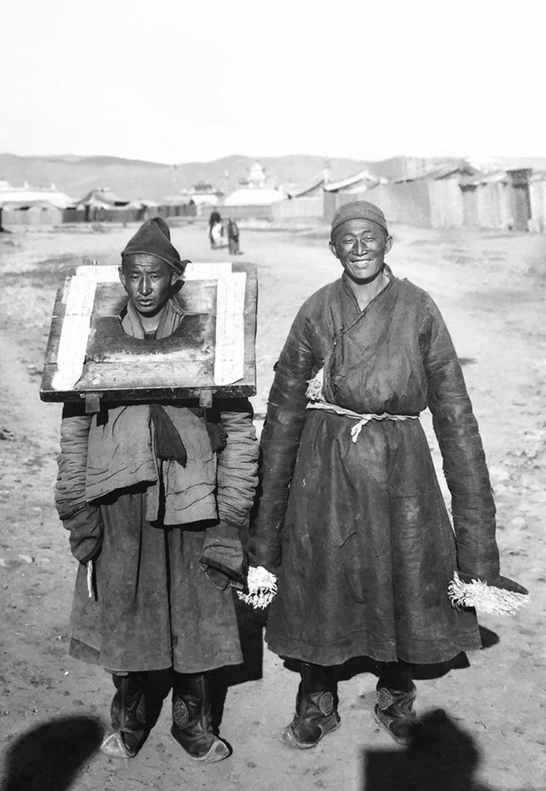 Дөнгөтэй эр, лам хоёр - 1913